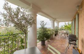 4 bedroom apartments for sale in Côte d'Azur (French Riviera). Lovely family apartment with 4 bedrooms, view of the sea and hills