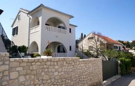 Coastal property for sale in Sutivan. Cosy villa on the second line of the sea in the village of Sutivan on Brac Island