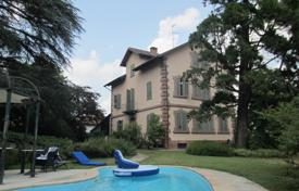 Property for sale in Piedmont. Three-level villa of the XIX century with a swimming pool and a large garden in Asti, Piedmont, Italy