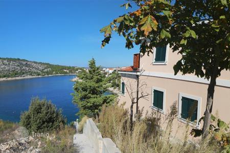 Residential for sale in Rogoznica. House 50m from the sea in Rogoznica