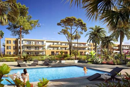 Apartments with pools for sale in Nice. Luxury apartment in a new residence with a swimming pool in Nice, Côte d'Azur, France