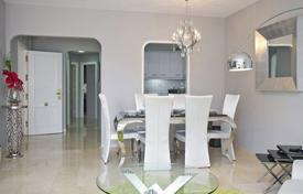 Cheap residential for sale in Mijas. Cozy apartment with a terrace in a residence with a swimming pool, a gym, a tennis court, a concierge and a garden, Mijas, Spain