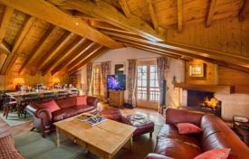 5 bedroom villas and houses to rent in Courchevel. Cozy chalet in Courchevel, France. House for 10 people, with balconies and a terrace, in a prestigious district, near the slopes