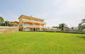 Coastal houses for sale in Spain. Elegant and luxury villa in L'Escala