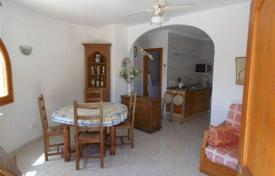 Coastal residential for sale in Calpe. Villa with two independent apartments, with a pool, a jacuzzi and a barbecue area, at 700 meters from the sea, Calpe, Spain