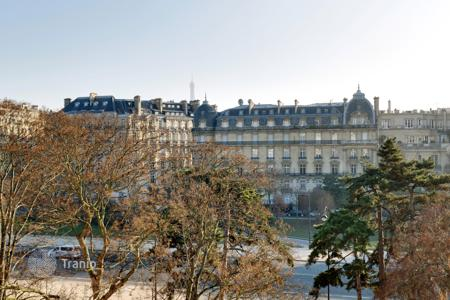 5 bedroom apartments for sale in Ile-de-France. Paris 16th District – A very bright 230 m² apartment in a prime location