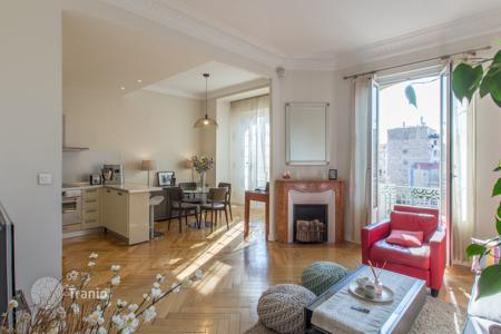 2 bedroom apartments for sale in Nice. Superb renovated 3 room apartment in a Bourgeois building, Nice Liberation