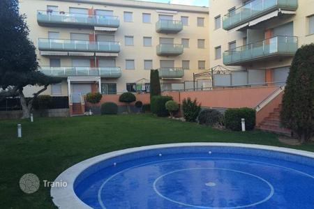 Cheap apartments with pools for sale in Catalonia. Apartment – Catalonia, Spain