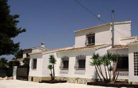 4 bedroom houses for sale in Costa Nova. 4 bedroom villa with private pool, BBQ, summer dining area and garden in Jávea