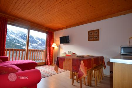 Cheap residential for sale in Auvergne-Rhône-Alpes. Sunny apartment near the center and the slopes