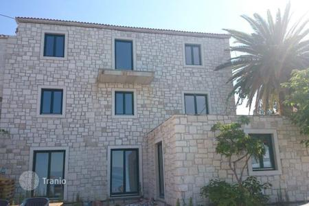 Coastal apartments for sale in Brač. Luxury seafront Sumartin apartment