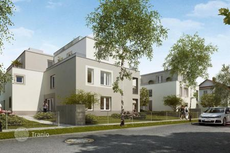 2 bedroom apartments for sale in Bavaria. Two-bedroom penthouse with terrace in new building in the suburb of Munich, Aubing