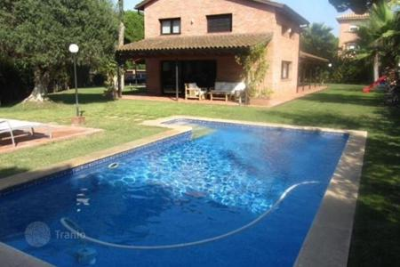 4 bedroom houses by the sea for sale in Costa del Garraf. Villa – Castelldefels, Catalonia, Spain