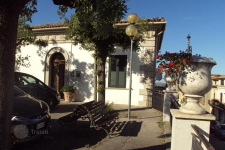 Property for sale in Abruzzo. Wonderful townhouse built in the 1800s in Moscufo, Italy