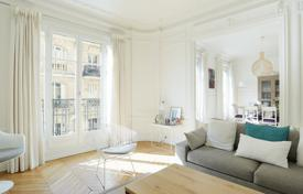 3 bedroom apartments for sale in Ile-de-France. Neuilly-sur-Seine. An entirely renovated over 110 m² apartment.