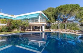 Luxury 5 bedroom houses for sale in Villefranche-sur-Mer. Beautiful spacious villa with a sea view, Villefranche-sur-Mer, France