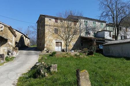 Cheap residential for sale in Motovun. House Old Istrian house with beautiful view of Motovun