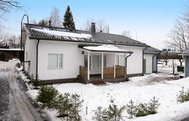 Property for sale in Vantaa. Spacious townhouse with a fireplace, a sauna and a terrace, Vantaa, Finland