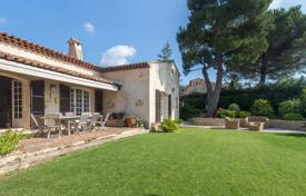 4 bedroom houses for sale in Côte d'Azur (French Riviera). Renovated designer Provencal villa with a garden, a pool, a wine cellar and a garage, Aspremont, France