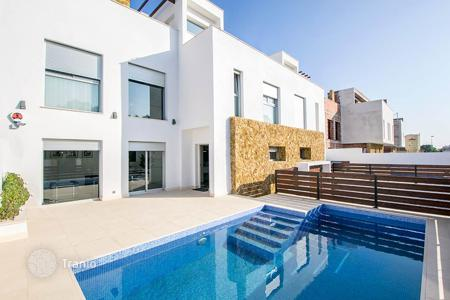 Townhouses for sale in Costa Blanca. Exclusive Duplex with private pool and basement in Torrevieja