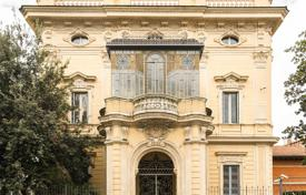 Luxury 1 bedroom houses for sale in Southern Europe. Villa in Rome city center