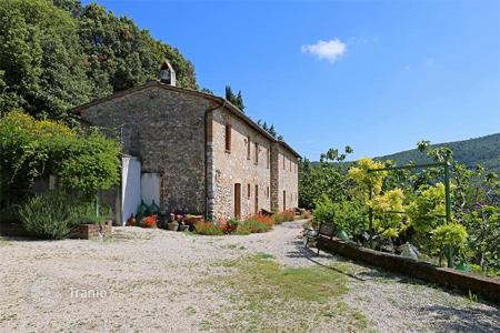 Property for sale in Umbria. Prestigious farmhouse for sale in Umbria