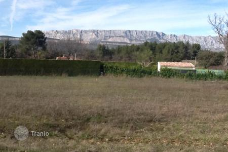 Cheap land for sale in Peynier. BEAUTIFUL QUIET LAND 2000 M² with magnificent views of Mountains Sainte Victoire