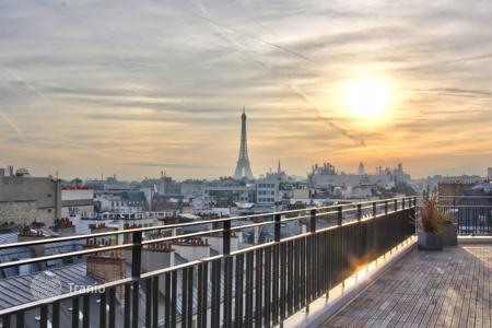 Residential to rent in 8th arrondissement of Paris. PARIS 8/ ST HONORE – APARTMENT WITH TERRACE – EXCEPTIONAL VIEWS
