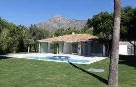 Luxury 4 bedroom houses for sale in Marbella. Modern Andalusian villa with a garden, a pool, a parking, terraces and sea and mountain views, Marbella, Spain