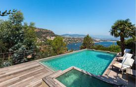 Villas and houses to rent in Theoule-sur-Mer. contemporary villa offering a splendid view over the sea