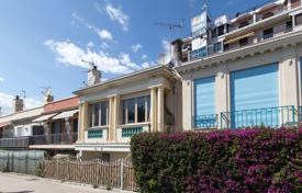 Residential for sale in Côte d'Azur (French Riviera). Comfortable three-storey house with a terrace and sea views, in a prestigious area, Nice, France