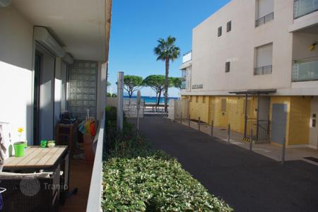 Cheap 2 bedroom apartments for sale in France. Beautiful terraced apartment in front of beaches of La Ciotat