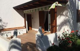 Residential for sale in Costa Dorada. The apartment with terrace in a residential complex in La Pineda