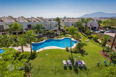 Townhouses for sale in Estepona. Wonderful Town House in Riviera Beach, Estepona