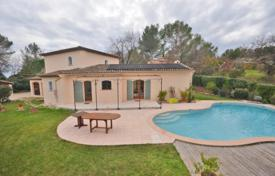 Residential for sale in Chateauneuf-Grasse. Villa – Chateauneuf-Grasse, Côte d'Azur (French Riviera), France