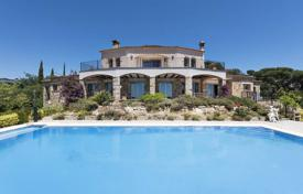 Luxury 5 bedroom houses for sale in Costa Brava. Spacious villa with a pool and a terrace, overlooking the sea, next to the golf course, Castell Platja d'Aro, Spain