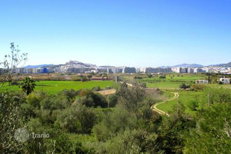 Land for sale in Ibiza. Large pice of land close to the beach