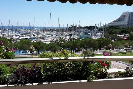 Cheap residential for sale in Villeneuve-Loubet. Apartment – Villeneuve-Loubet, Côte d'Azur (French Riviera), France
