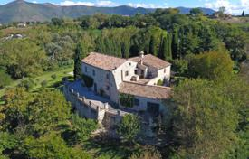 Luxury houses for sale in Umbria. Renovated stone estate with a private plot, a garden, a swimming pool, a terrace and panoramic views of the valley, Acquasparta, Italy