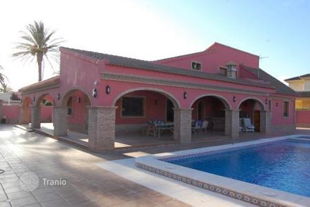 Coastal houses for sale in Cabo Roig. Villa in Cabo Roig