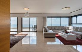 Coastal residential for sale in Netanya. Rare penthouse in luxurious building