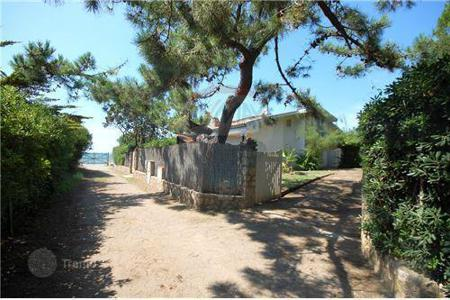 Coastal property for sale in Giannella. Villa – Giannella, Tuscany, Italy