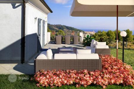 Luxury houses for sale in San Bartolomeo al Mare. Villa – San Bartolomeo al Mare, Liguria, Italy