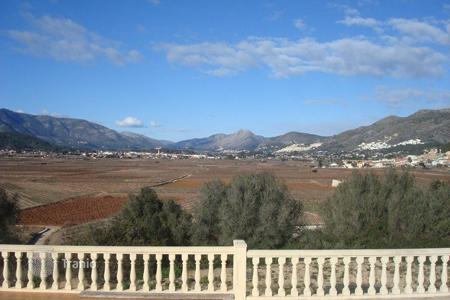 Property for sale in Jalón. Villa of 4 bedrooms on a large plot with private pool in Jalón/ Xaló