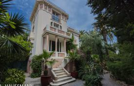 Coastal houses for sale in Provence - Alpes - Cote d'Azur. Art Deco mansion close to the PROMENADE