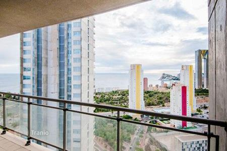 Coastal residential for sale in Benidorm. Apartment with sea view, in a house with a swimming pool, 500 meters from the beach in Benidorm, Spain. Perhaps mortgages without fees!