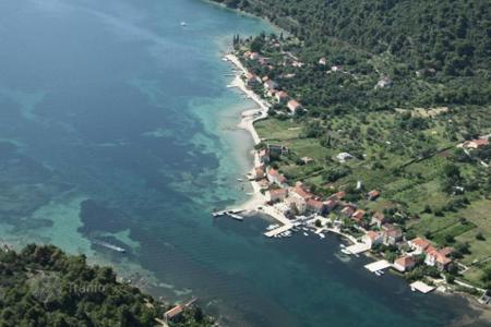 Land for sale in Dubrovnik Neretva County. Plot of land with a sea view on the front coastline, Broce, Croatia