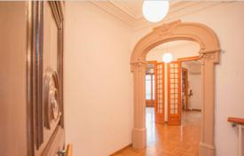 3 bedroom apartments for sale in L'Eixample. Classic-style apartment with 3 bedrooms in the center of Barcelona, district Eixample Dreta