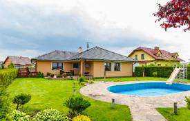 2 bedroom houses for sale in Central Bohemia. Villa with pool and large plot of land in the suburbs of Prague — Šestajovice