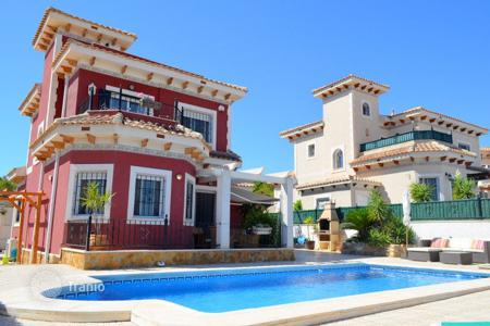 Houses for sale in Bigastro. 3 bedroom villa with private pool, solarium and BBQ area in Bigastro